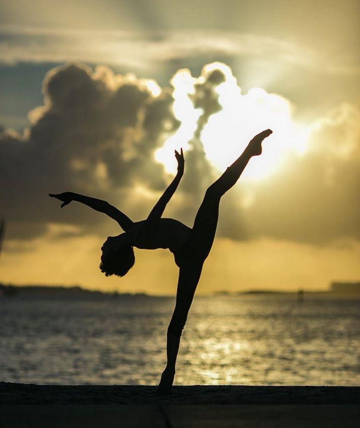 e0732813fbef5ba9e300bcbb076a84f4--gymnastics-photography-ballet-photography.jpg